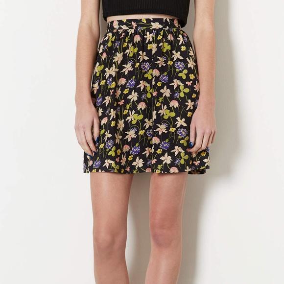 9850b9df89c4 Topshop Wild Flower Flippy Skirt Floral Print Sz 6.  M_5bd7e9946a0bb72ae3399aeb